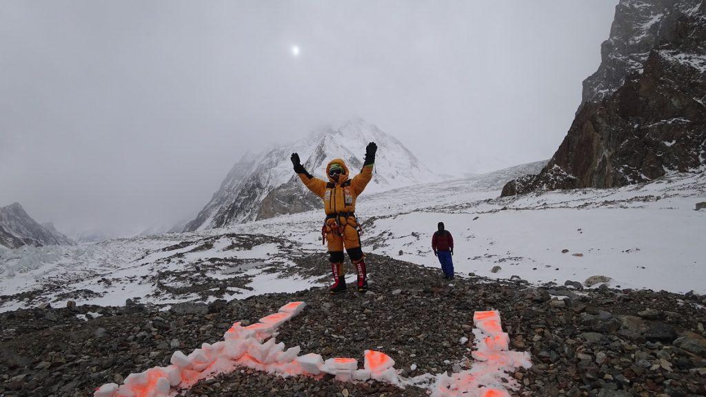 zimowa wyprawa na K2 - helikopter