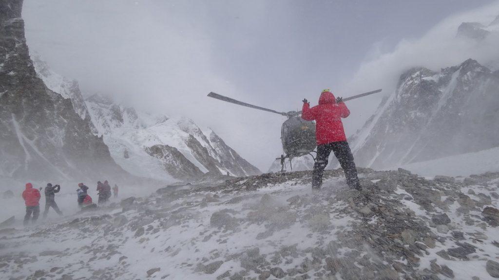zimowa wyprawa na K2 - helikopter 2
