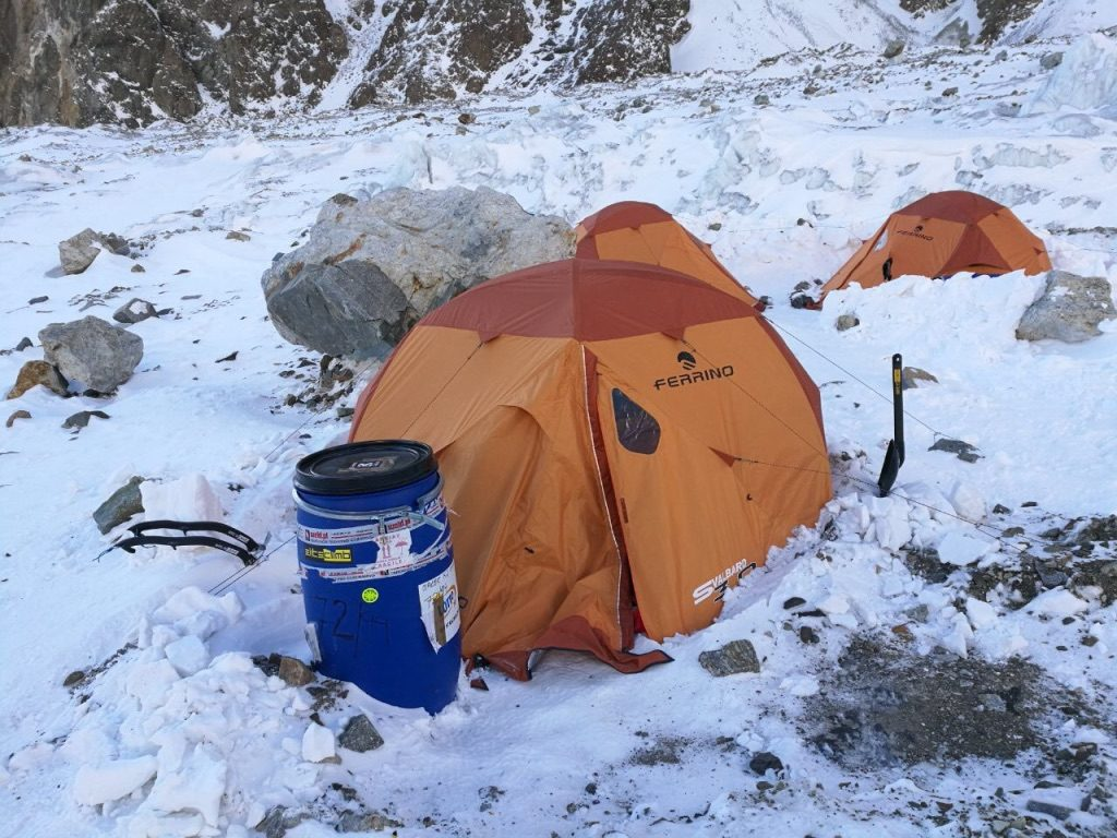 Ferrino Svalbard 3.0 w bazie pod K2