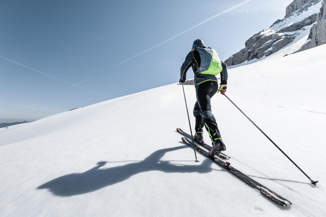 Plecak skitourowy Pierra 25 w akcji (fot. Clement Hudry)