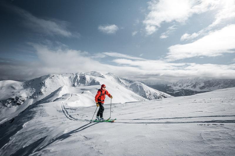 Kije dwuczęściowe są najlepsze na skitoury (fot. komperdell.com)