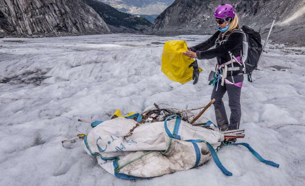 Akcja sprzątania lodowca (fot. millet.fr)