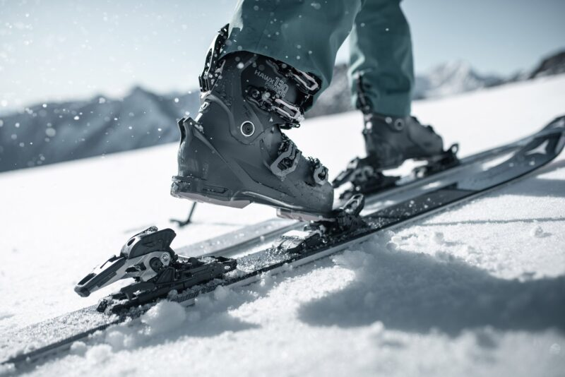 Sztywne buty skitourowe Atomic Hawx XTD 130 z wiązaniem Atomic Shift (fot. atomic.com)